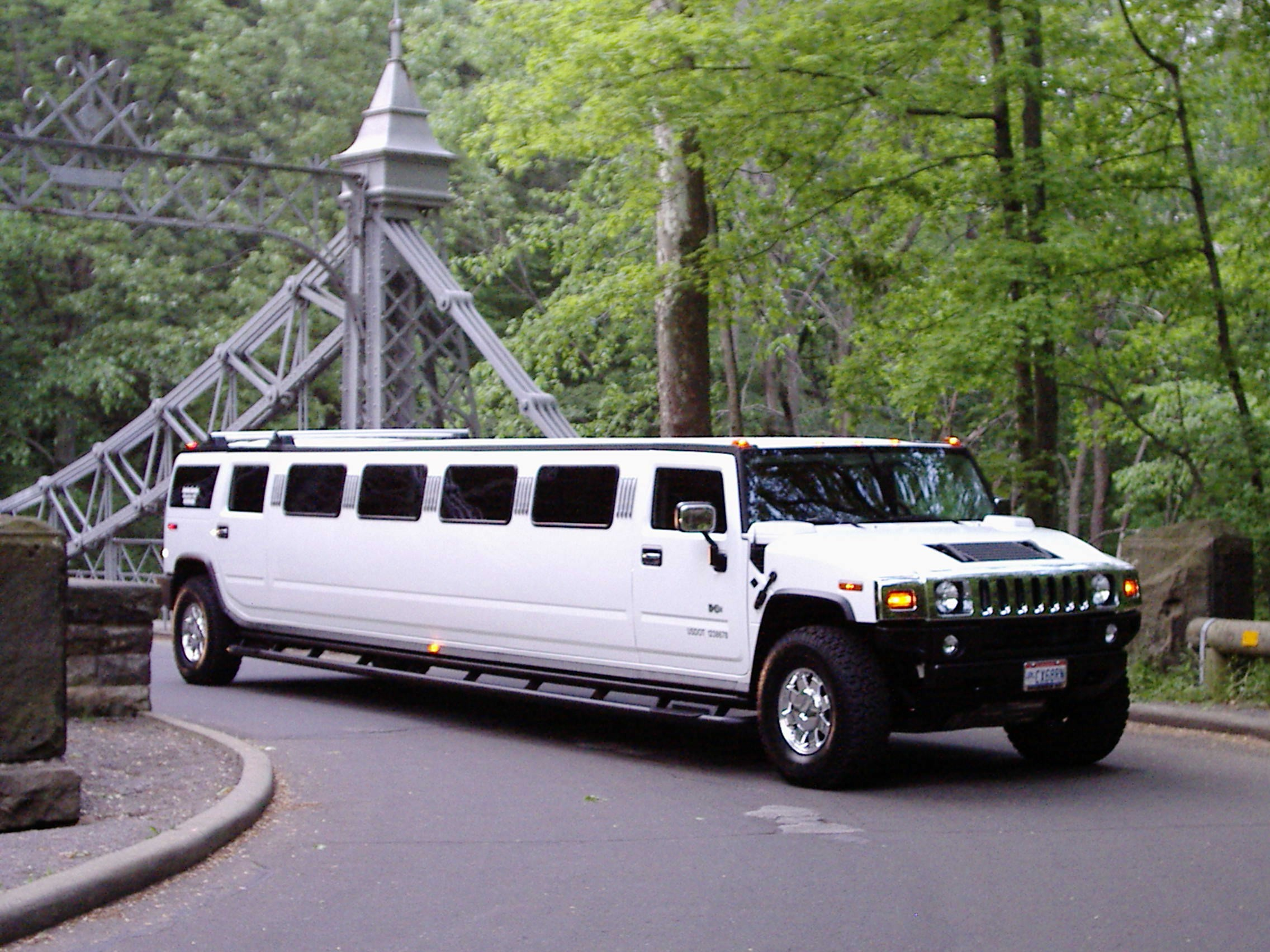 hummer limo birmingham stretch hummer limo solihull the 12 seater hummer h2 limo in west midlands. Black Bedroom Furniture Sets. Home Design Ideas